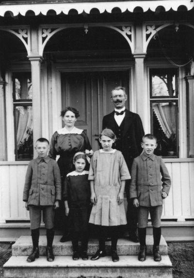 Karl fredriksson med familj