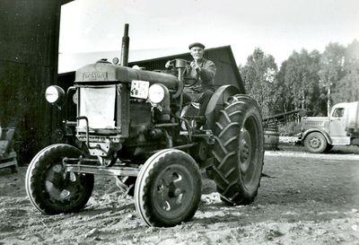 August lundell pa traktorn fordson major
