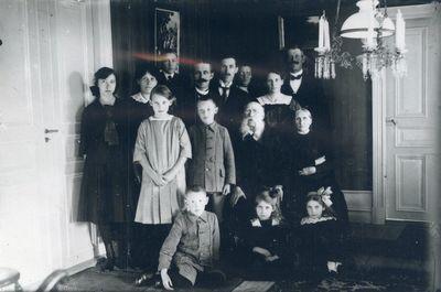 August och lovisa andersson med barn och barnbarn