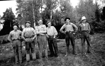 Sagarlaget ojan samlat pa kubbabacken 1950 talet