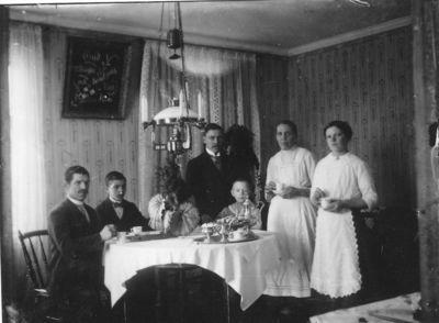 Valfrid karlsson med familj