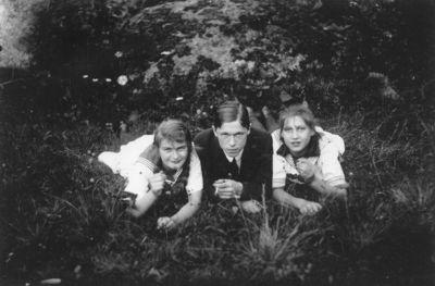 3 okanda ungdomar i grongraset 353