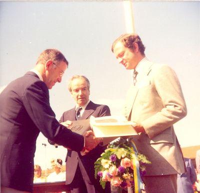 Carl xvi gustaf och stig aman i odeshog under kungens eriksgata 1975