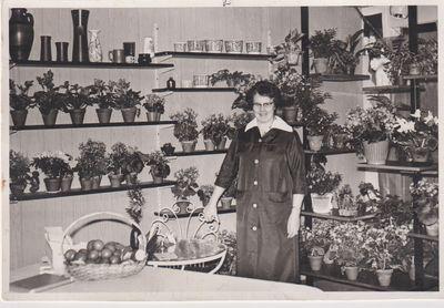 Greta petersson i linddalens handelstradgard och blomsterhandel