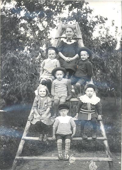 En stege med ungdomar
