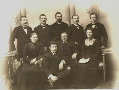 Foto fran 1895 med sju personer lilla krokek