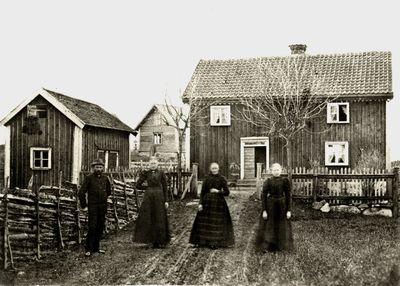 Foto fran omkring 1890 med fyra personer