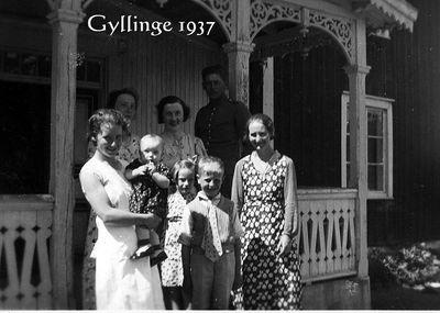 Framfor verandan pa gyllinge norrgarden 1937